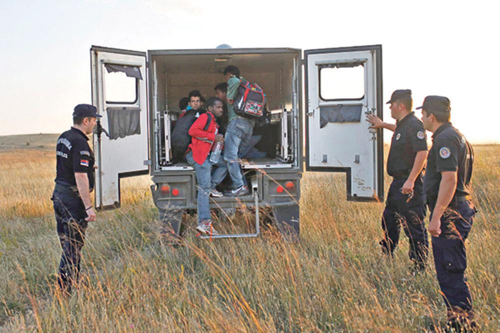 DRAMA NA GRANICI: Vozač ostavio 106 migranata da se uguše u kamionu!