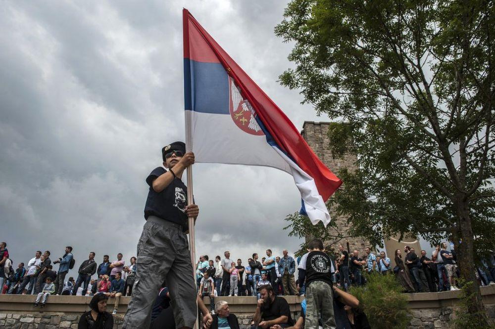 (FOTO) VIDOVDAN NA KOSOVU: Više hiljada Srba na Gazimestanu!