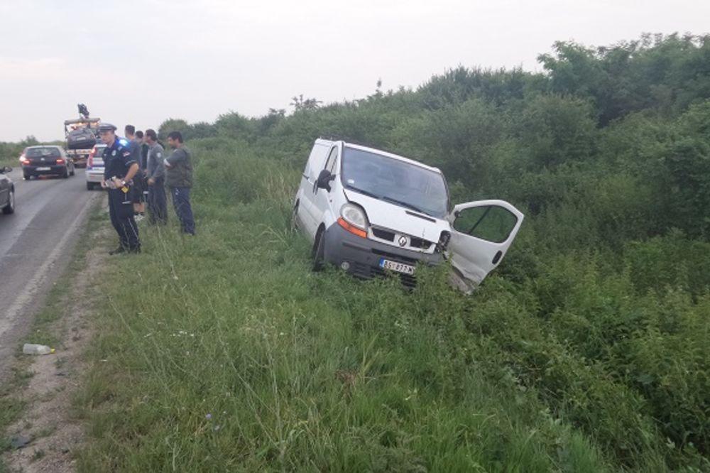 TRAGEDIJA NA ZRENJANINCU: Mladić (24) poginuo u sudaru kombija i automobila