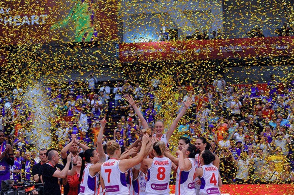 (VIDEO) KO DA NAM UZME IZ NAŠE DUŠE KOSOVO: Pogledajte kako su košarkašice slavile titulu na EP