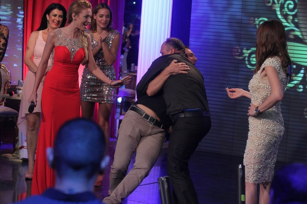 INCIDENT NA FINALU PAROVA: Zmaj udario Gastoza, obezbeđenje ga izbacilo sa bine!