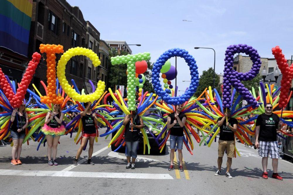 (VIDEO) I TO SE DOGODILO: Američki gejevi slave što u celoj zemlji mogu da se venčavaju