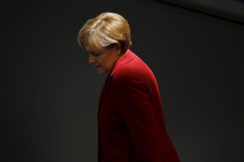 ALARMANTNO UPOZORENJE MERKELOVE: Ako propadne evro, propada i Evropa