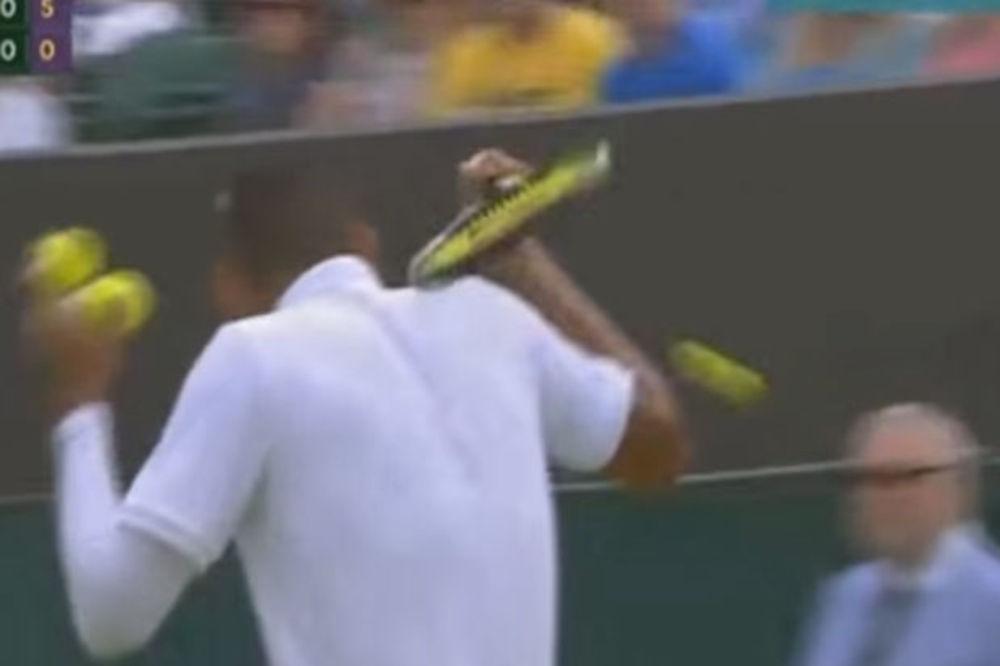 (VIDEO) PAZI, IDE LOPTICA: Australijski teniser pogodio sudiju u glavu!