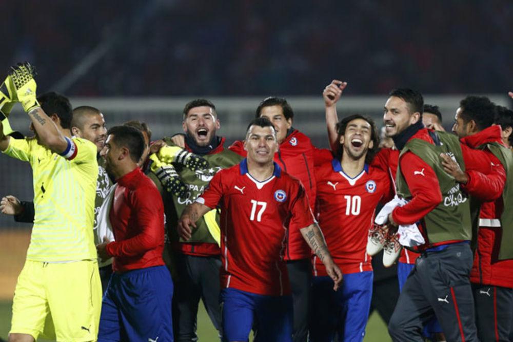 (VIDEO) LUDNICA U SANTJAGU: Čile uz pomoć sudija stigao do finala Kopa Amerike