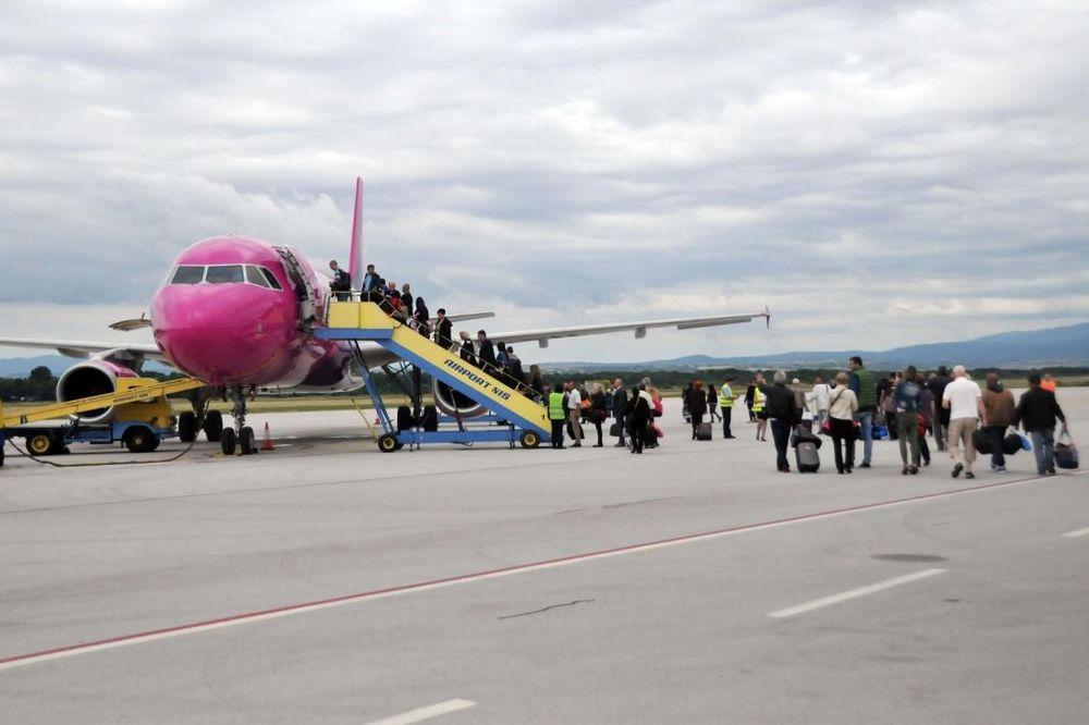 NIŠKI AERODROM: Poleteo prvi avion iz Niša za Bazel