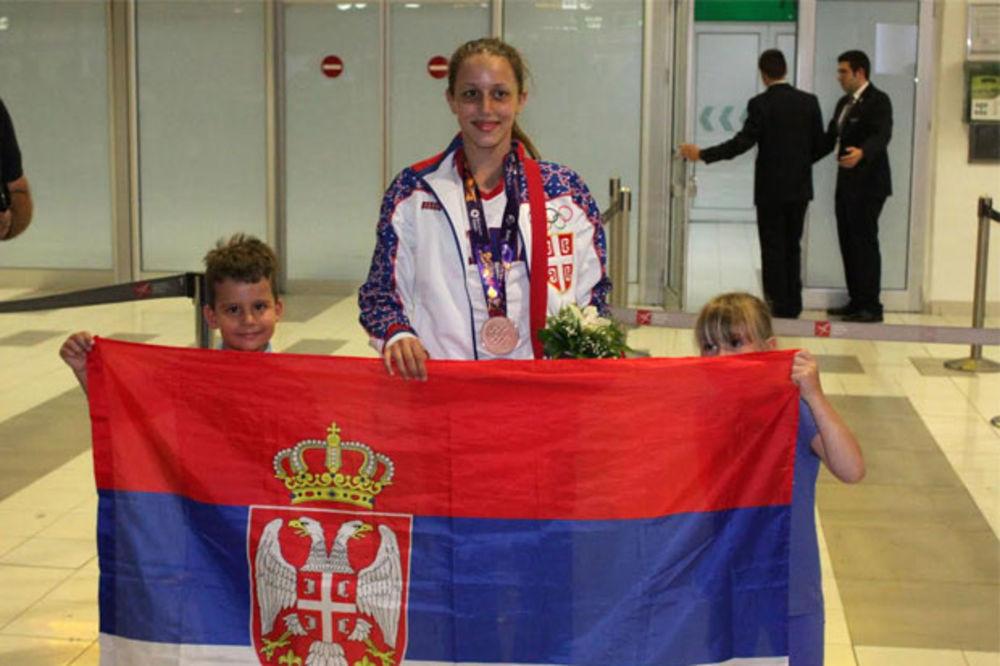 Plivačica Anja Crevar donela u Beograd bronzu sa EI u Bakuu