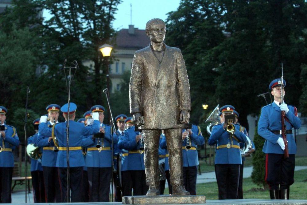 KRONEN CAJTUNG: Srbija podigla spomenik sarajevskom atentatoru!