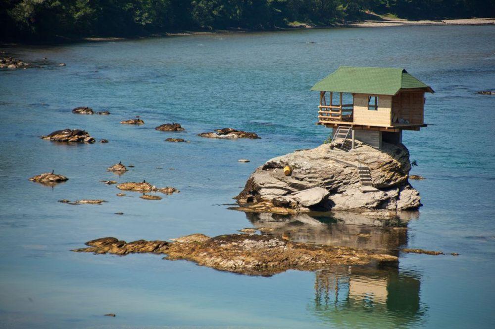 Fotografija kućice na Drini je obišla svet, a ovo je njena priča...