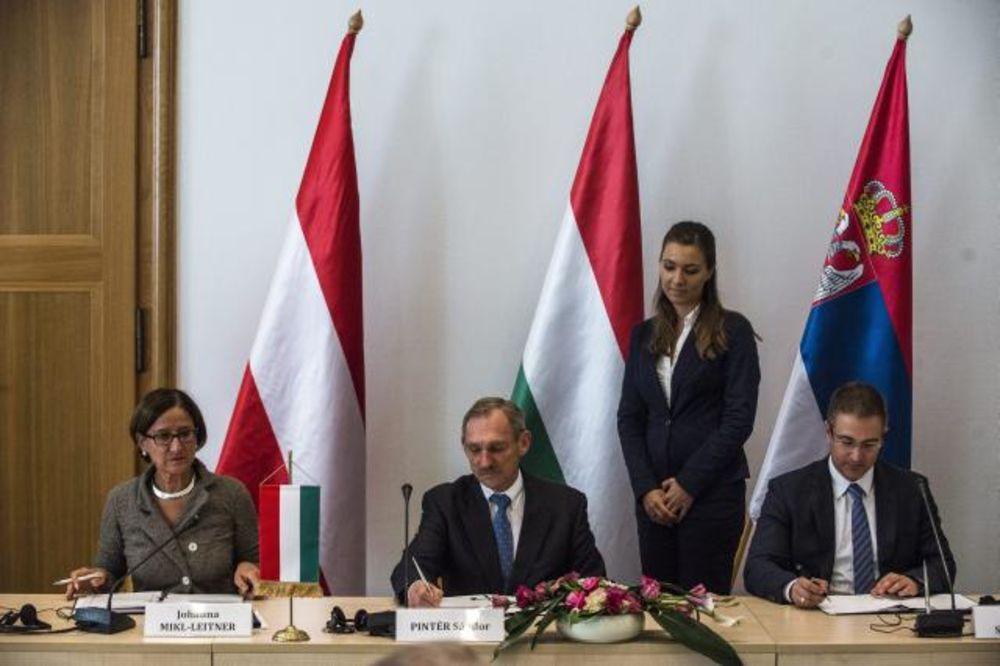 (FOTO) UMESTO ZIDA SA MAĐARSKOM: Potpisan Memorandum o zaštiti granica