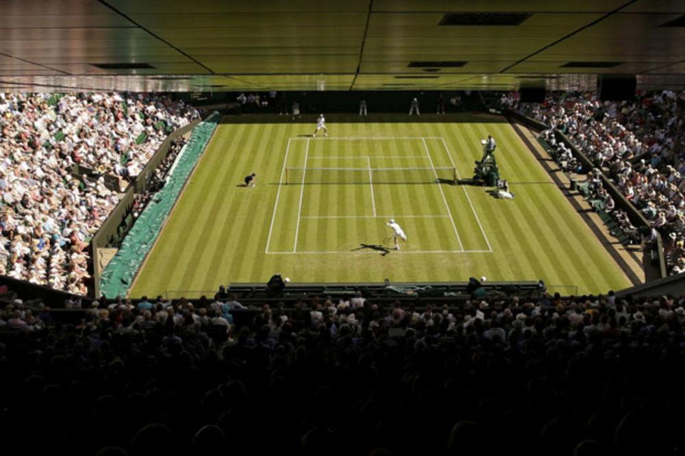 SEKSIZAM NA VIMBLDONU: Teniserke mogu da uzmu tajm-aut zbog vrućine, ali ne i teniseri