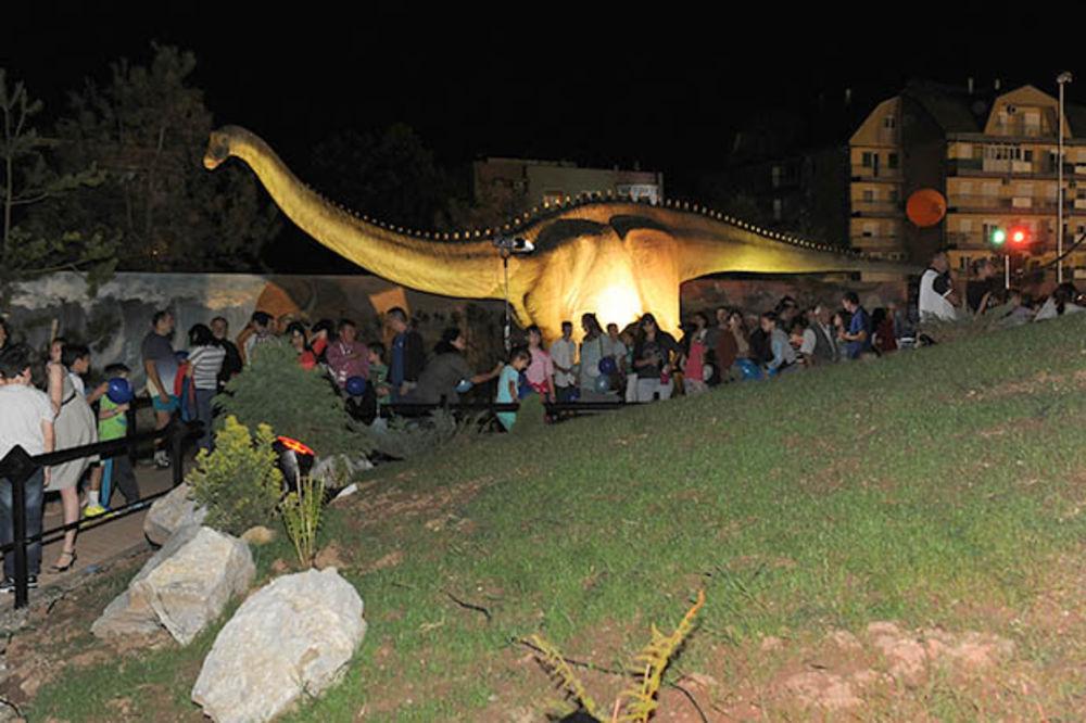 KURIR TV Otvoren Prirodnjački centar: Dinosaurusi postali simbol Svilajnca!