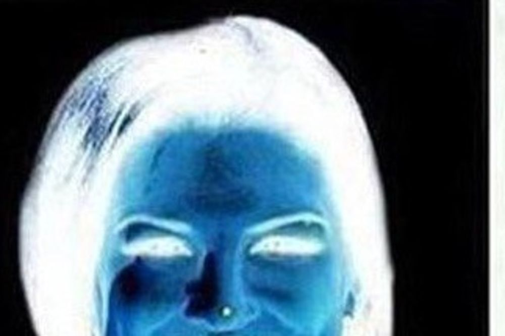 (FOTO) DAMA KOJA SE MISTERIOZNO POJAVLJUJE: Ova optička iluzija će vas oduševiti