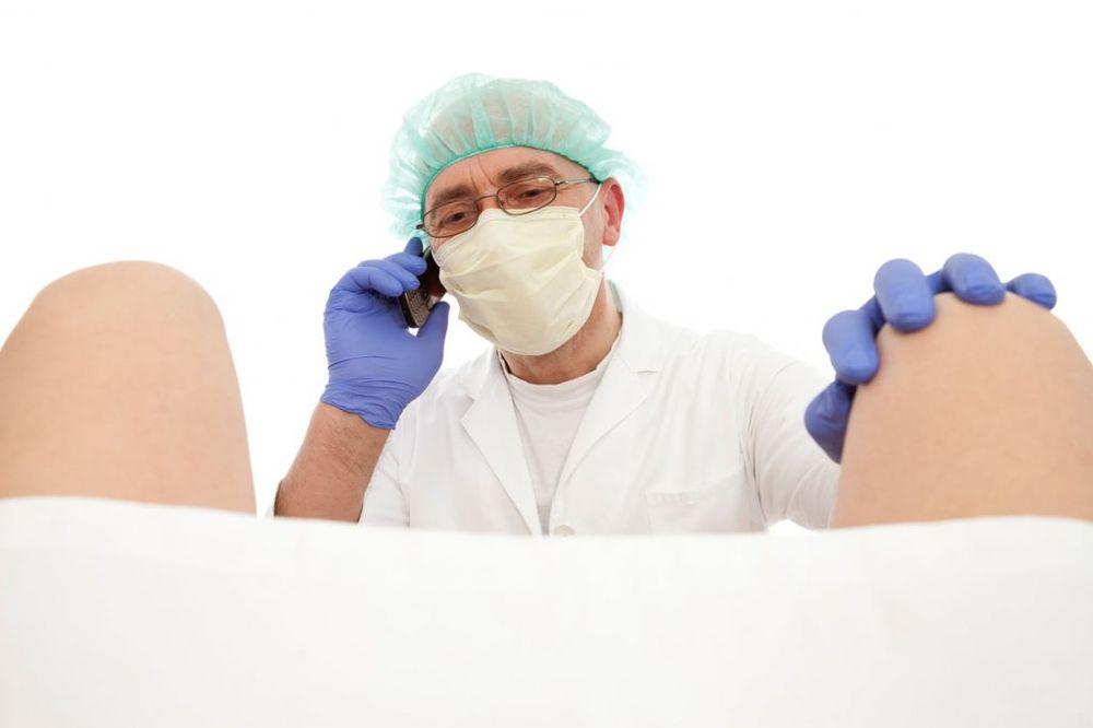 OTIŠLA KOD GINEKOLOGA PA JOJ SLIKALI MEĐUNOŽJE: Medicinska sestra delila fotku kolegama