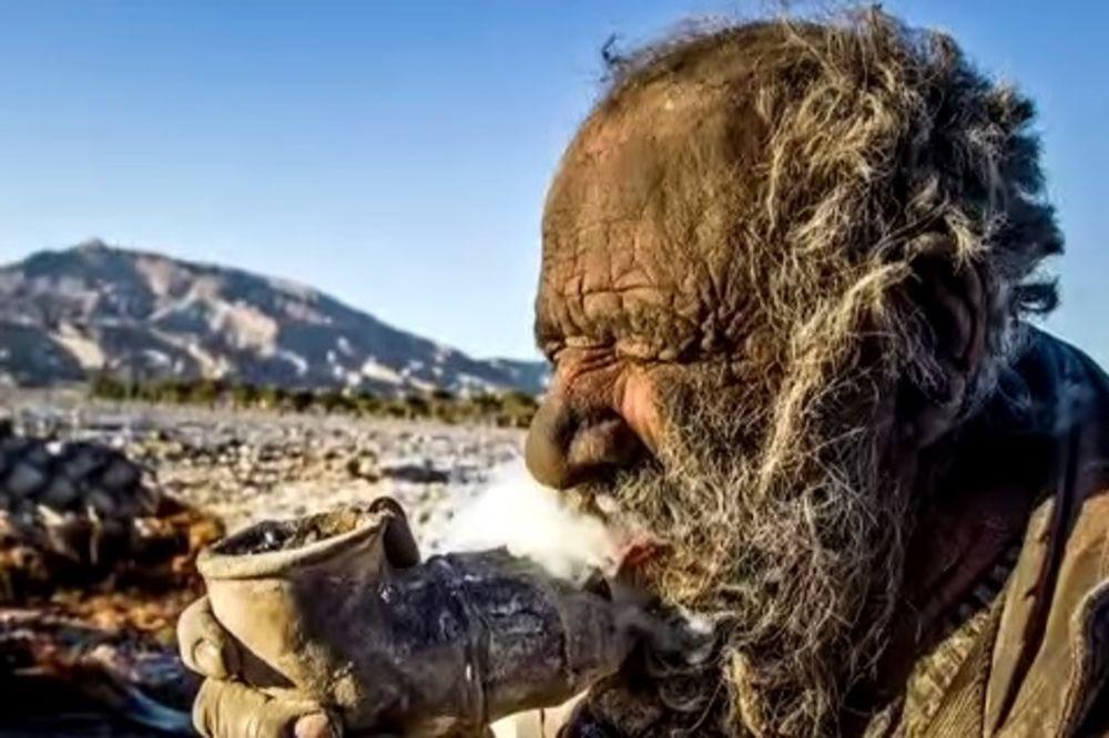 (VIDEO) PRAVA PRILIKA: Amou (81) puši izmet, nije se kupao 60 godina, i sada traži ženu!