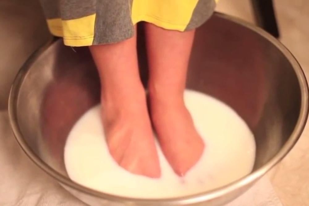 (VIDEO) NE TROŠITE NOVAC NA PEDIKIRA: Sredite vaša stopala sa dva sastojka iz kuhinje!
