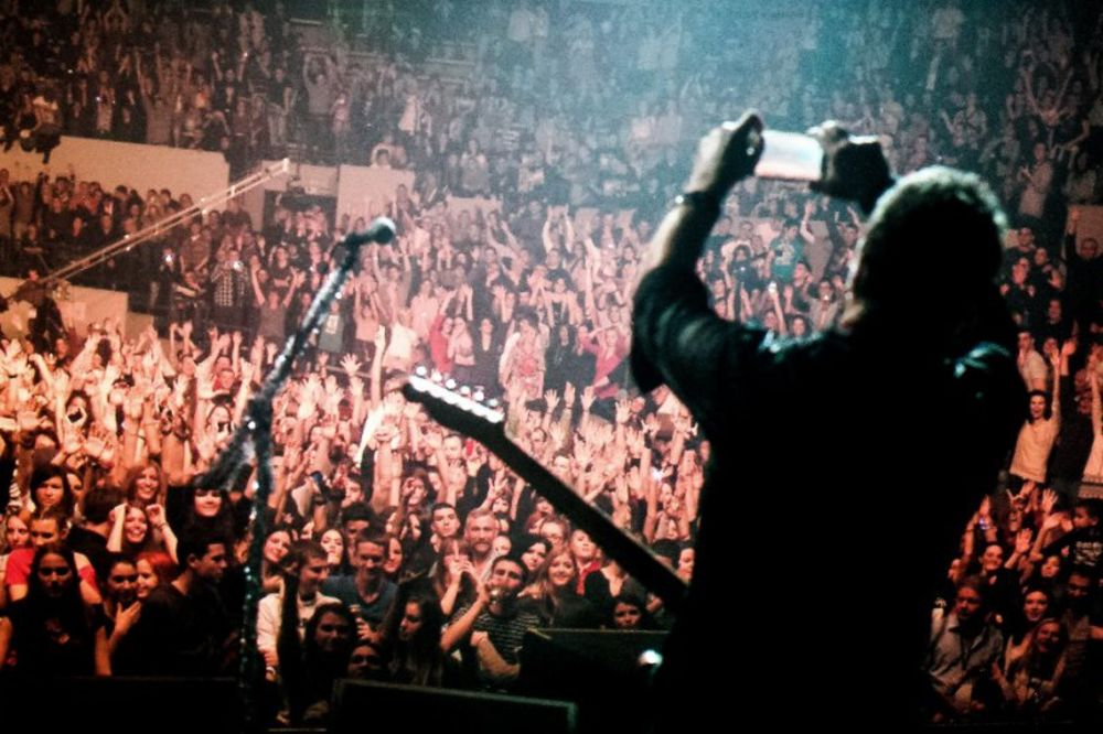 (VIDEO) OBRADOVALI FANOVE: Ovako je bilo na koncertu Van Goga
