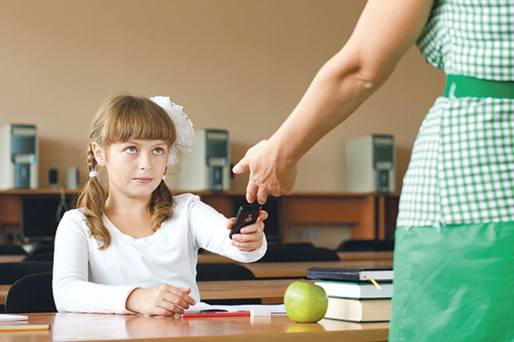SKAREDNI ZAKONIK: Ne smete deci oduzeti mobilni telefon!