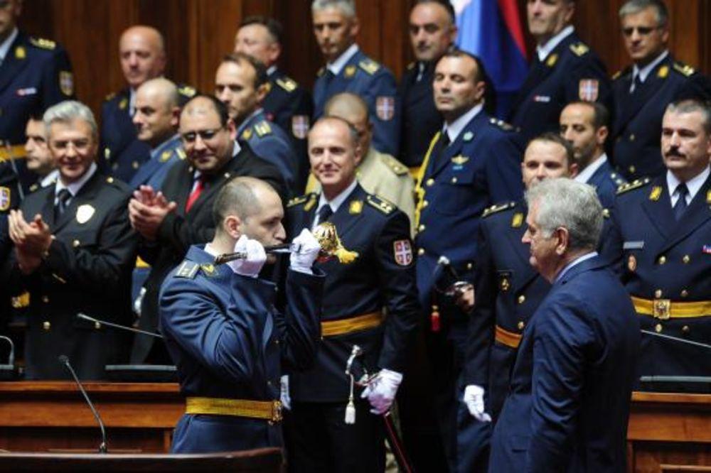 FOTO DODELA SABLJI NAJBOLJIM OFICIRIMA Nikolić: Srbija ima savremenu vojsku
