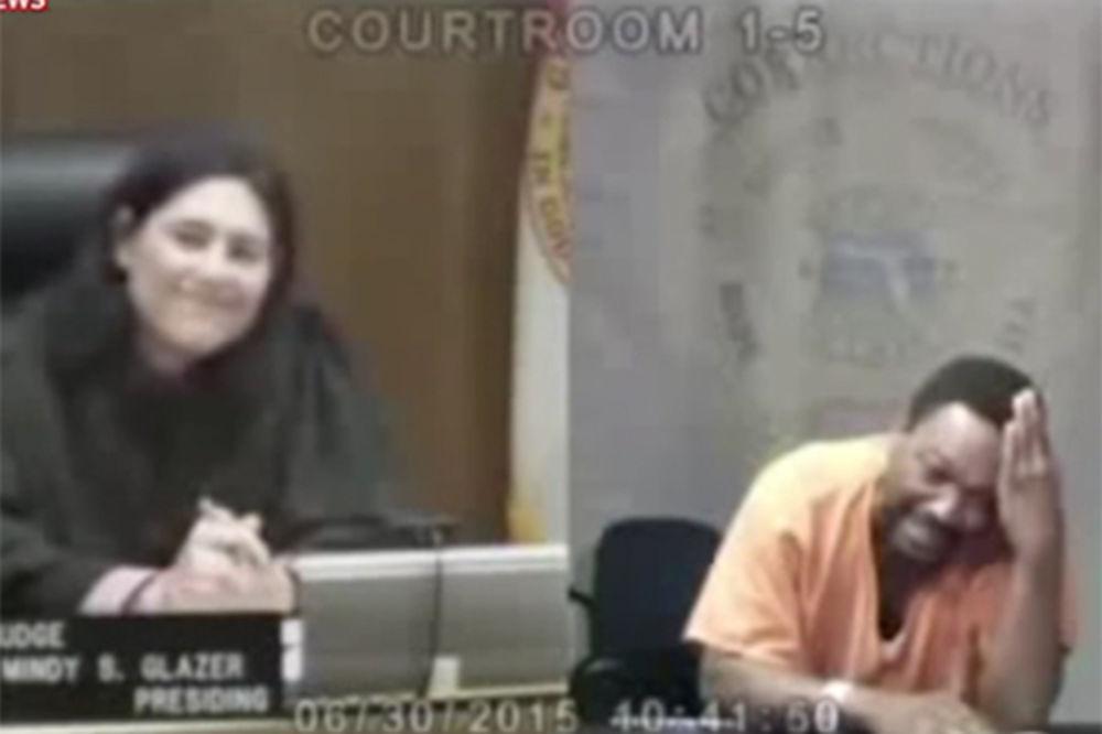 (VIDEO) A BIO JE NAJBOLJI U ŠKOLI: Sudija prepoznala školskog druga u prestupniku