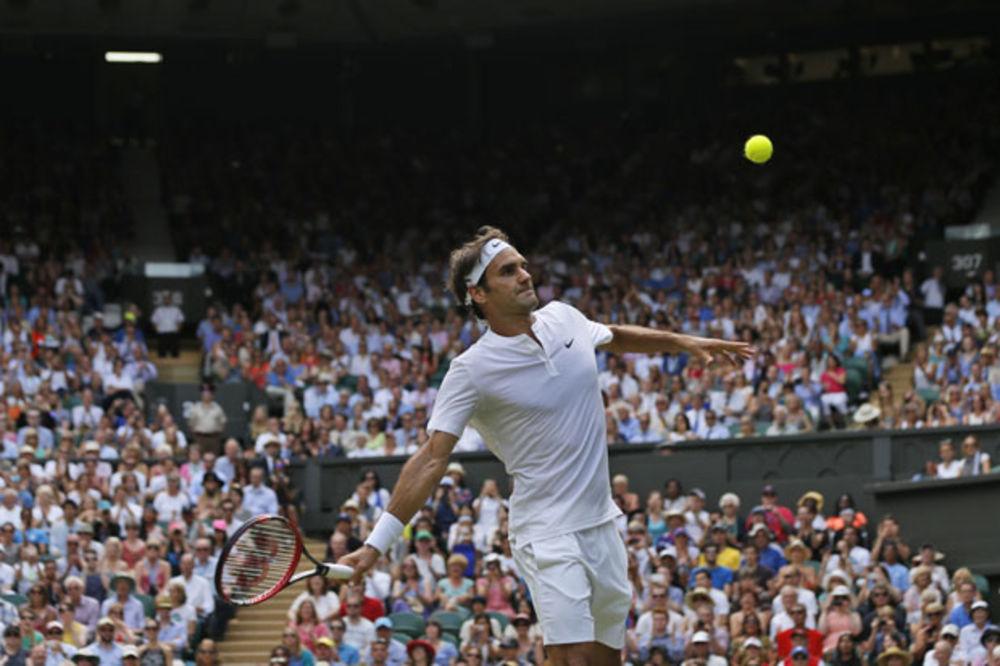 (VIDEO) KO BI REKO NJEMU DA SE TO DESI: Ovo je Federerov kiks kome se smeje cela planeta