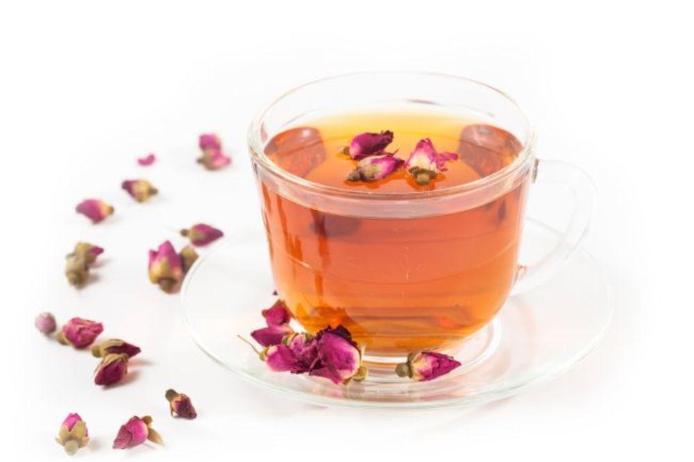 Čaj od ružinih latica - leči glavobolju, čisti krv, smiruje nerve