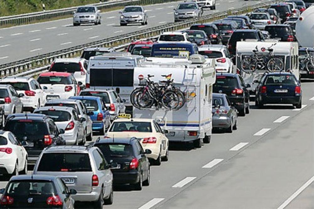 SAČUVAJTE ŽIVCE: Počeli odmori, očekujte kilometarske kolone na putevima Austrije!