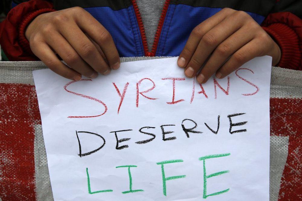 DA PLAČEŠ OD MUKE: Dečak se satima držao ispod kamiona da pobegne iz pakla Sirije