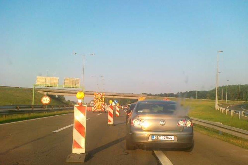 BRUKA I BEZOBRAZLUK: Haos na autoputu Beograd - Niš! Zbog radova usred sezone kilometarska kolona!