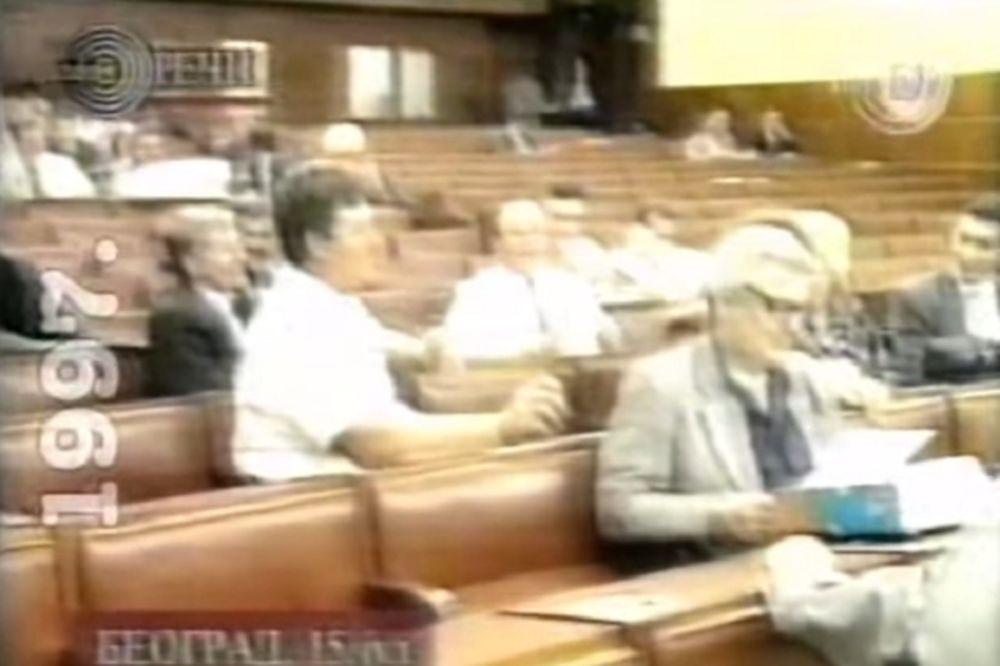(HIT VIDEO) POLITIČKI VREMEPLOV: Ovako su Bidža i Raka 1997. pevali Slobodane, Slobodane, ti si...