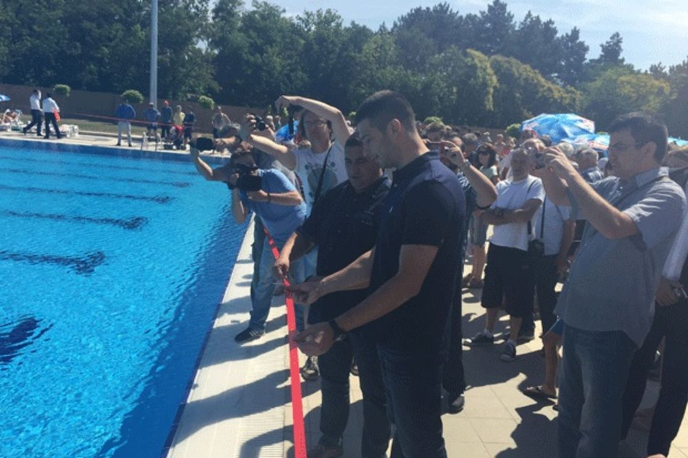 (FOTO) ZA RAZVOJ SPORTA: Vanja Udovičić otvorio olimpijski bazen u Rumi