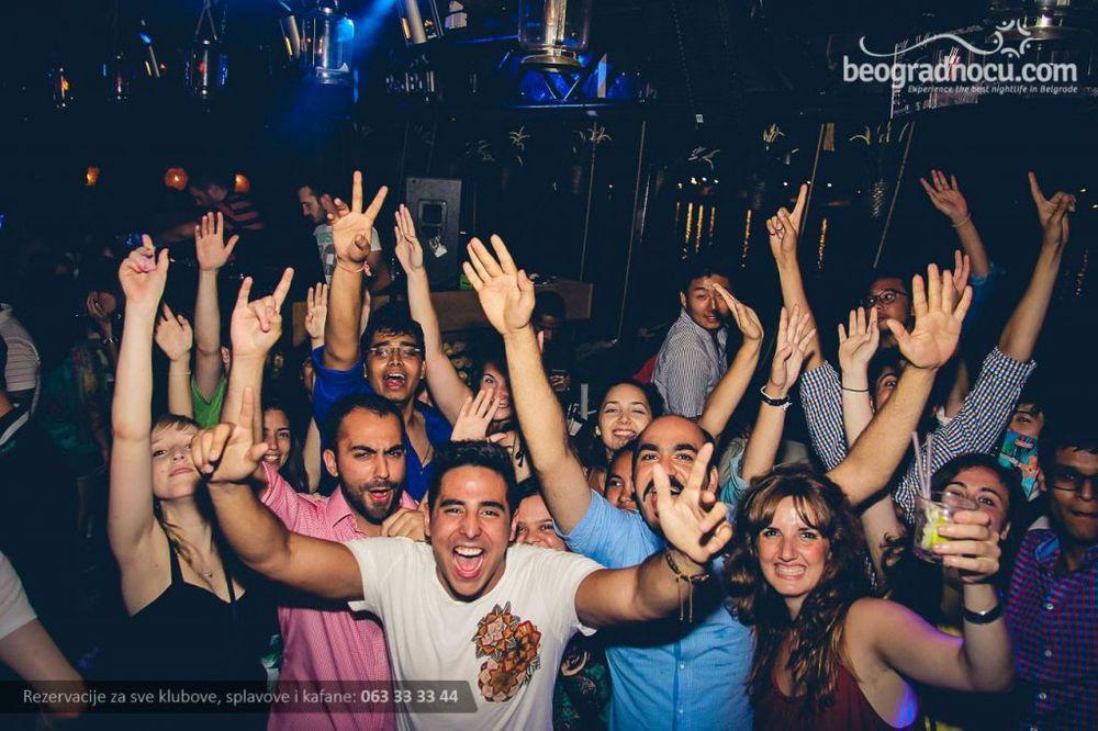 (FOTO) LUDNICA: Ovako se sinoć bančilo u klubovima