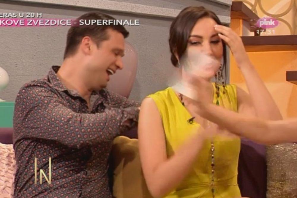 (FOTO) ŠTA ĆE SAD PERUĆICA REĆI: Dragi otkopčao Prijovićki haljinu usred emisije!