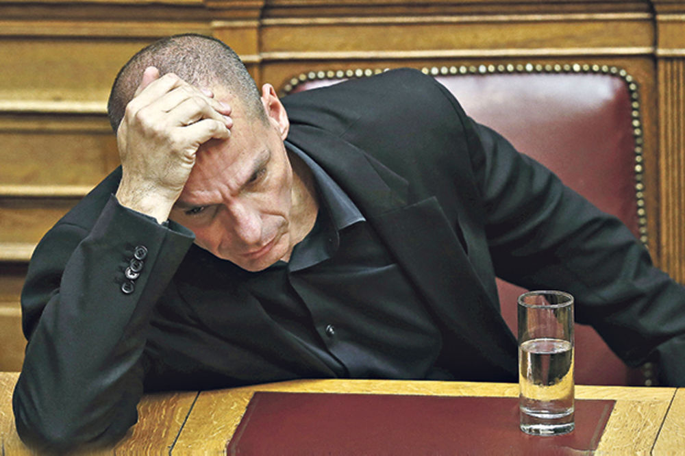 """JANIS VARUFAKIS: MMF i EU su teroristi, žele """"da"""" kako bi ponizili Grke"""