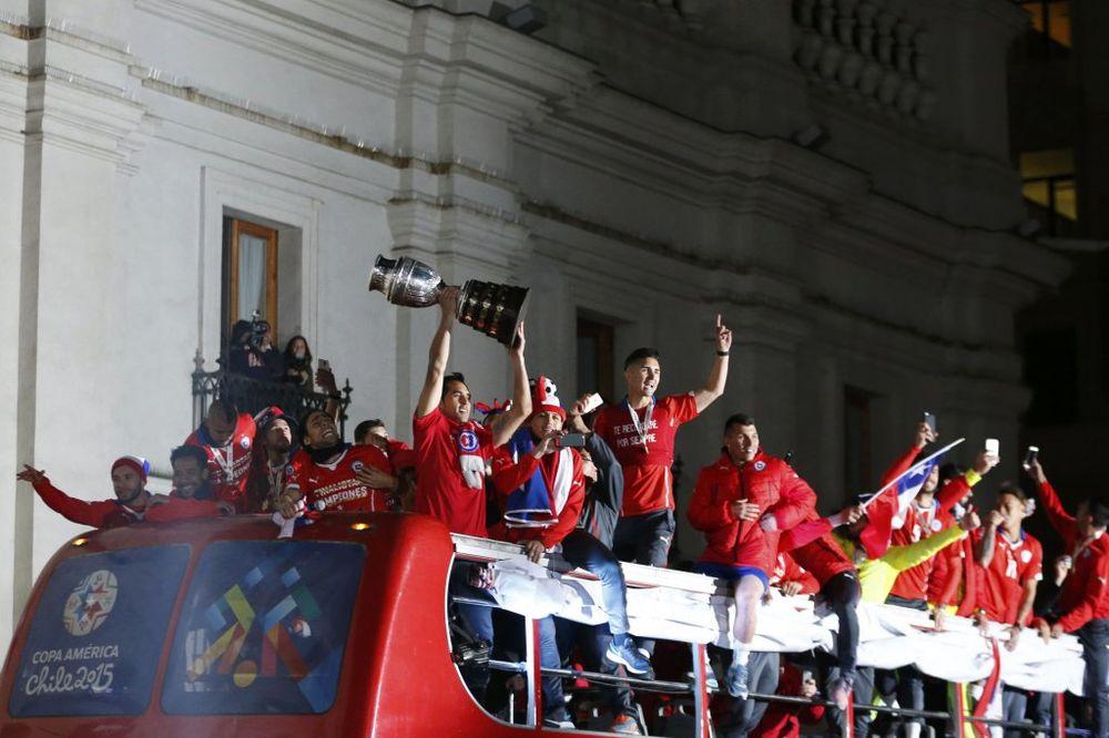 (VIDEO) HAOS U SANTIJAGU: Čileu prvi trofej, Mesi i Argentina bez Kopa Amerike