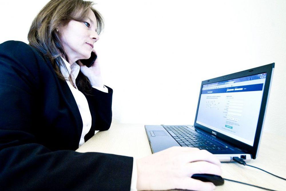 NIJE PAMETNO ODBITI GA: Imate šefa za prijatelja na Fejsbuku nije baš dobra ideja