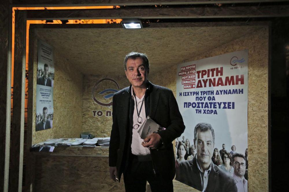 CIPRASOV RIVAL: Premijer da podnese ostavku, on je problem!