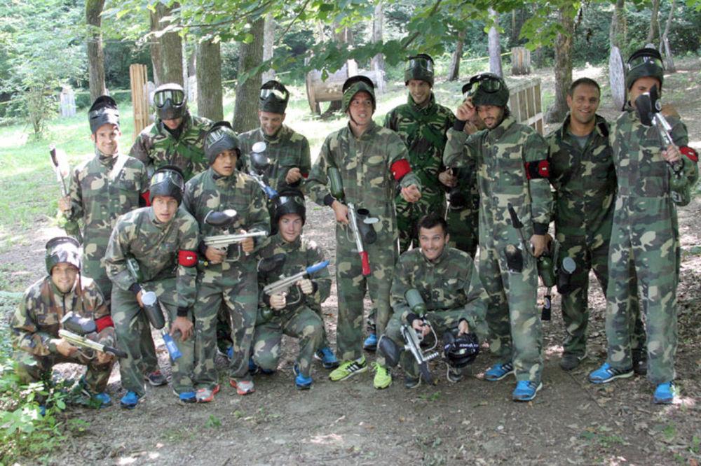(FOTO) RATNE IGRE: Fudbaleri Partizana se uz pejntbol oštre za Ligu šampiona