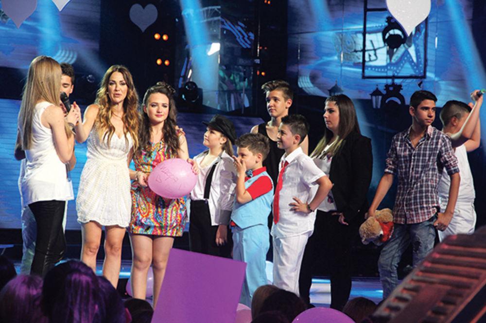 NEKONTROLISANA: Marijana Mićić divljala pred decom