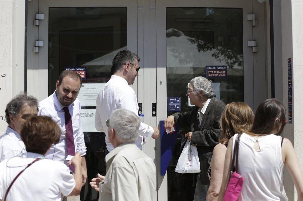 GRČKA DANAS: Banke zatvorene, građanima samo po 50 evra