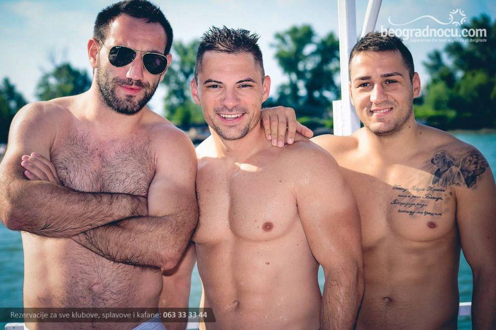 (FOTO) NAJZAD I NJIH DA VIDIMO: Ovako izgledaju momci sa beogradskih splavova