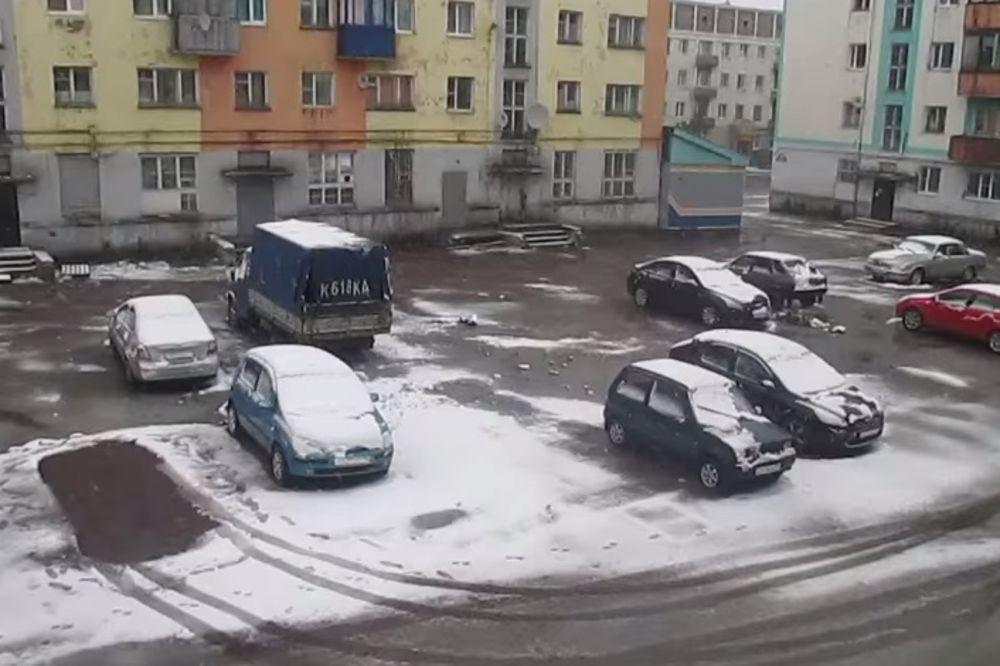 (VIDEO) OVO ČAK NI SEVERINA NIJE VIDELA: U Rusiji pao sneg u julu!
