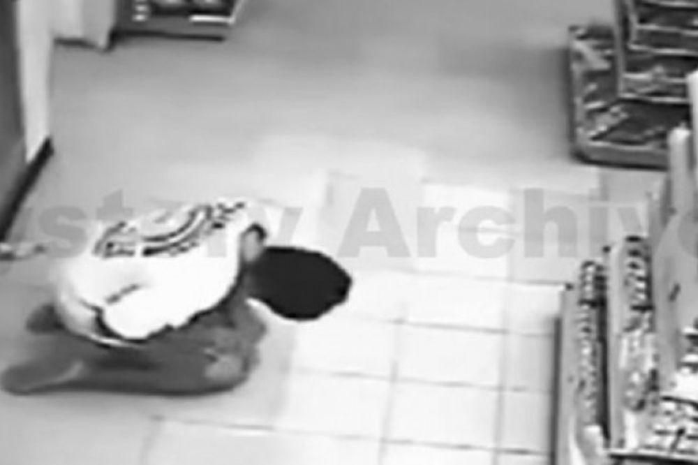 (VIDEO) OVO JE NEŠTO NAJJEZIVIJE ŠTO SE IKADA VIDELI: Šta se desilo s ovim čovekom?