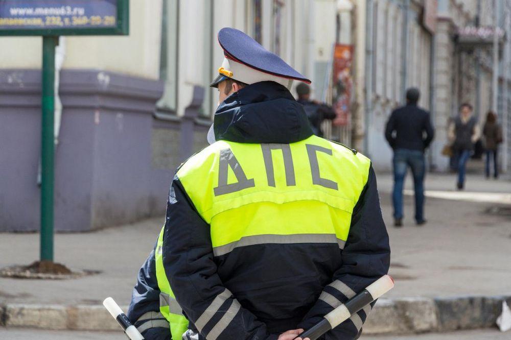 RUSKI POLICAJCI ĆE NOSITI METAR? Niži od 150 cm uskoro neće smeti za volan autobusa i kamiona