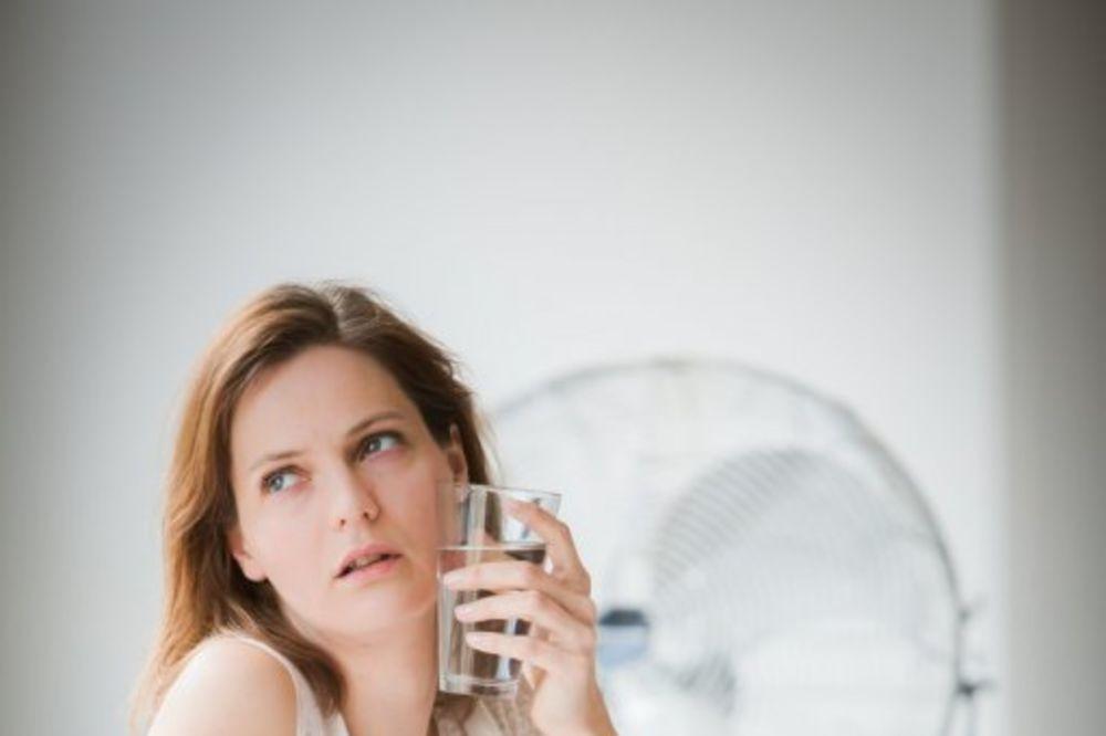 PREŽIVETI TOPLOTNI UDAR: 10 saveta kako da se rashladite u kući čak i ako nemate klimu!