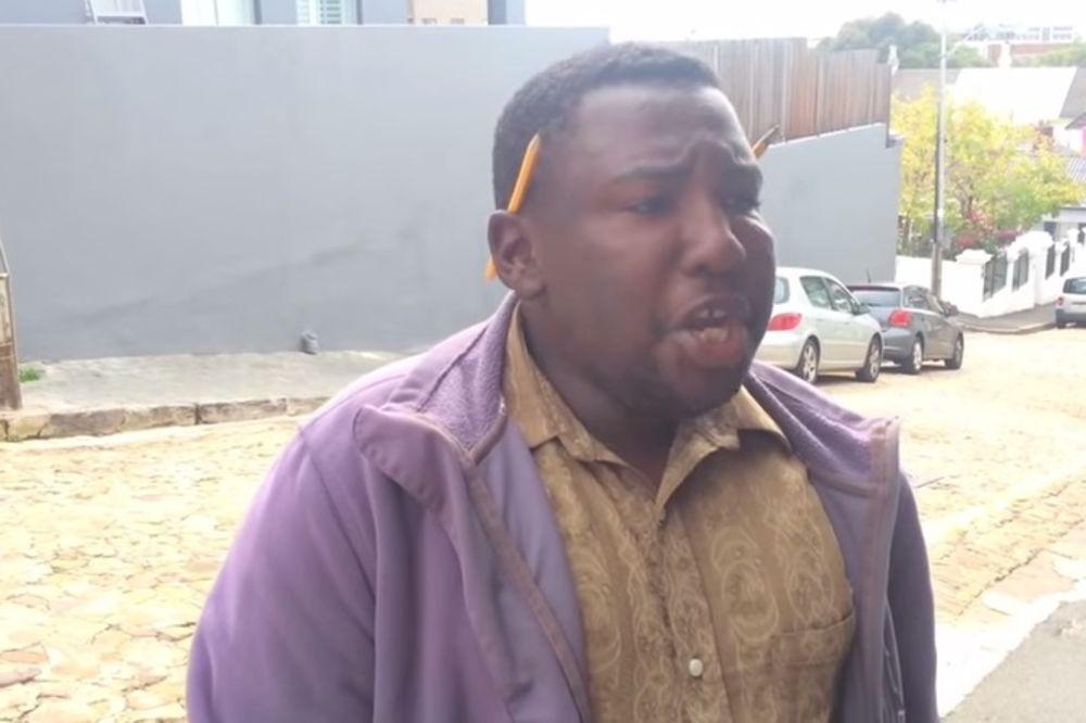 (VIDEO) E ON STVARNO IMA TALENAT: Kad otvori usta, nećete verovati šta čujete
