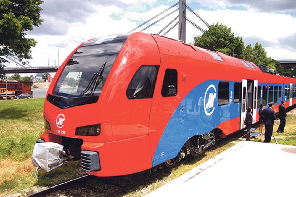 UNIŠTEN POSLE SAMO 3 DANA: Nov Štadlerov voz kamenovan kod Užica