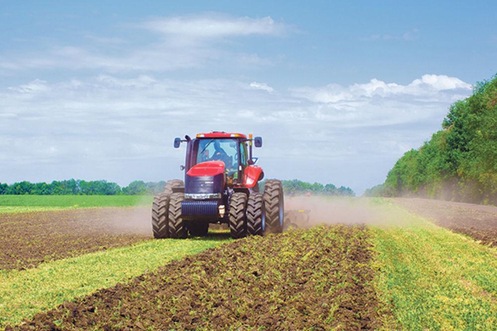 TRAKTORIJADA U OSONICI KOD IVANJICE: Traktor im je kao rođeni brat