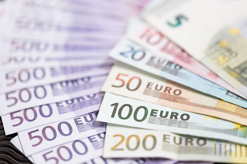 BEZ BITNIH PROMENA: Evro danas 120,2968 dinara