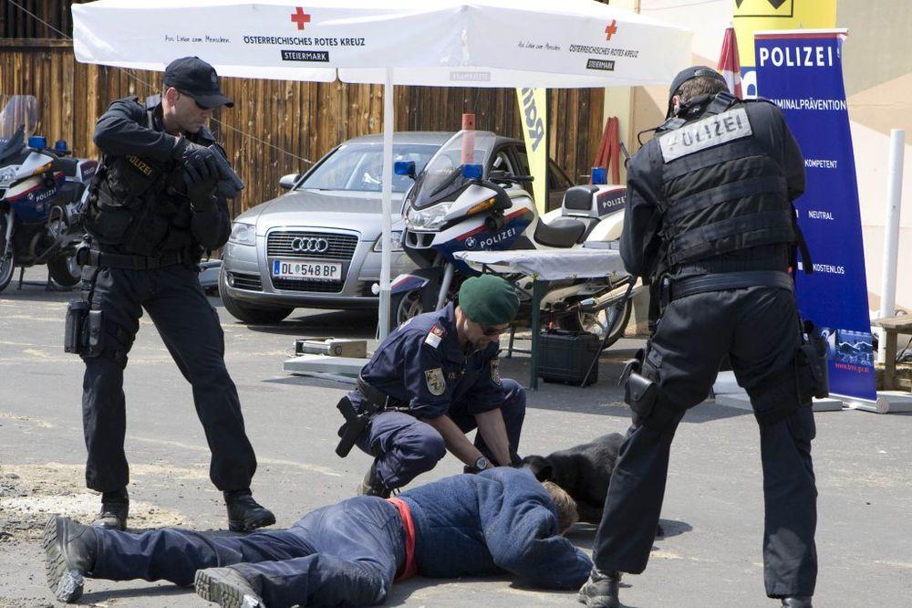 OKONČANA TALAČKA KRIZA U AUSTRIJI: Pljačkaš uhapšen, taoc oslobođen!